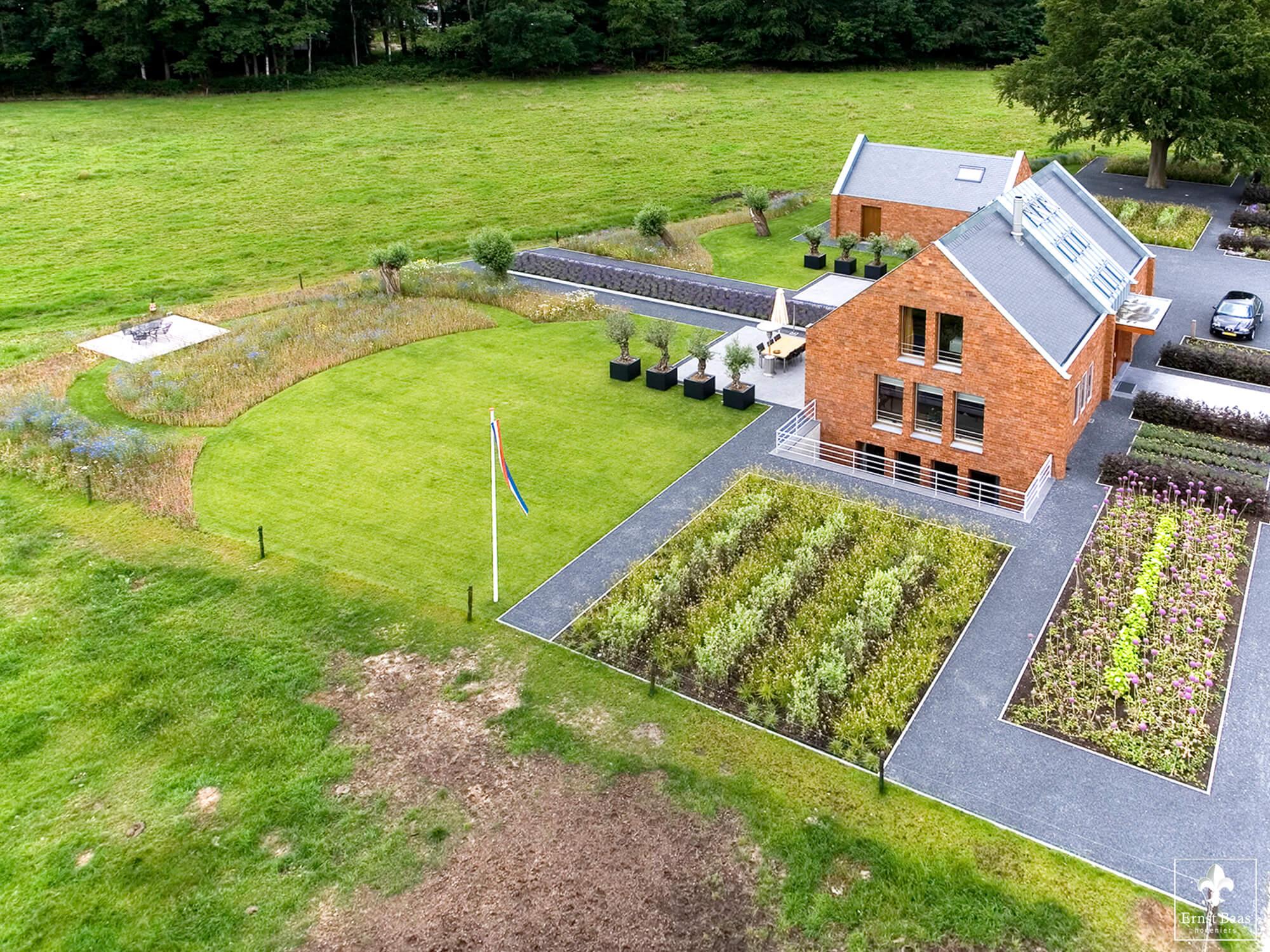 Grote Moderne Tuin : Vrijstaande woning met moderne tuin ernst baas hoveniersbedrijf in