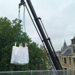 Aan en afvoer materialen daktteras - Ontzorgen van de opdrachtgever