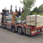 Aanvoer tuinmaterialen voor dakterras met speciaal vervoer